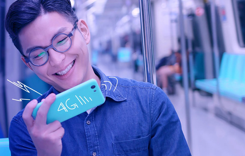 While this makes a decent promotional banner for data plans, we don't recommend smiling to yourself this way on public transport.