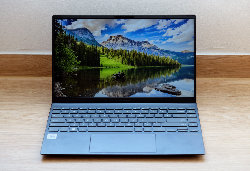 The new ZenBook UX425 stands out for its long battery life.