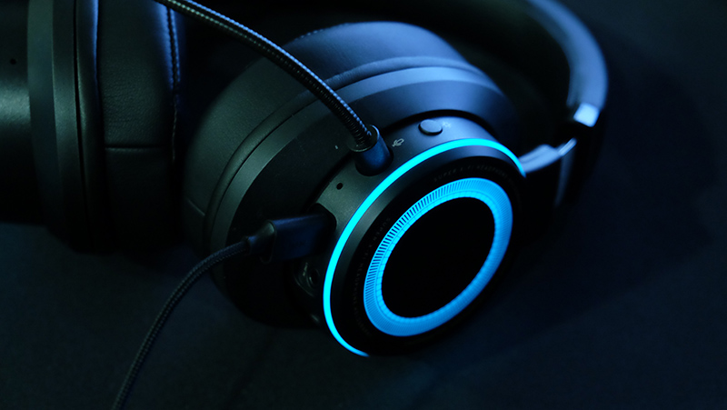 The front-facing side of the left ear cup houses the RGB toggle.