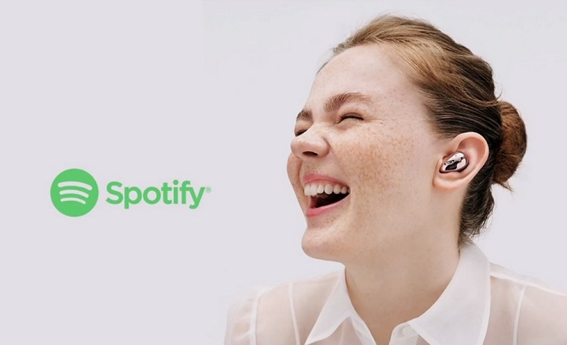 Touch and hold, and Spotify plays! Galaxy Buds Live's Spotify integration lets you assign a shortcut on your phone via the Galaxy Wearables app's touchpad settings. Touch and hold for one second and Spotify begins playing!