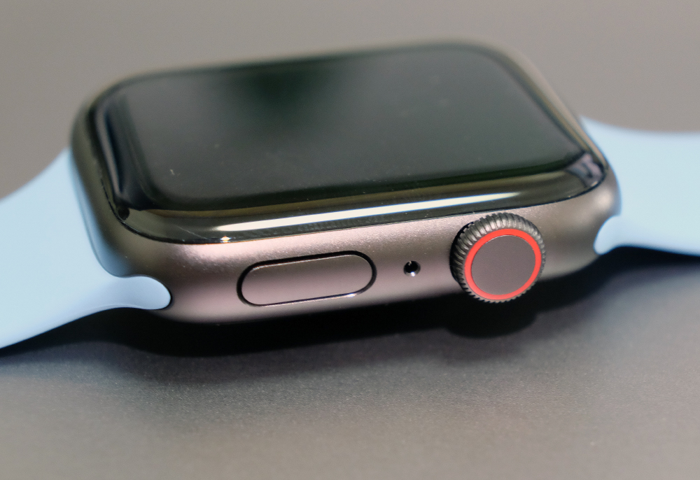 The Apple Watch SE is only comes in aluminium case.
