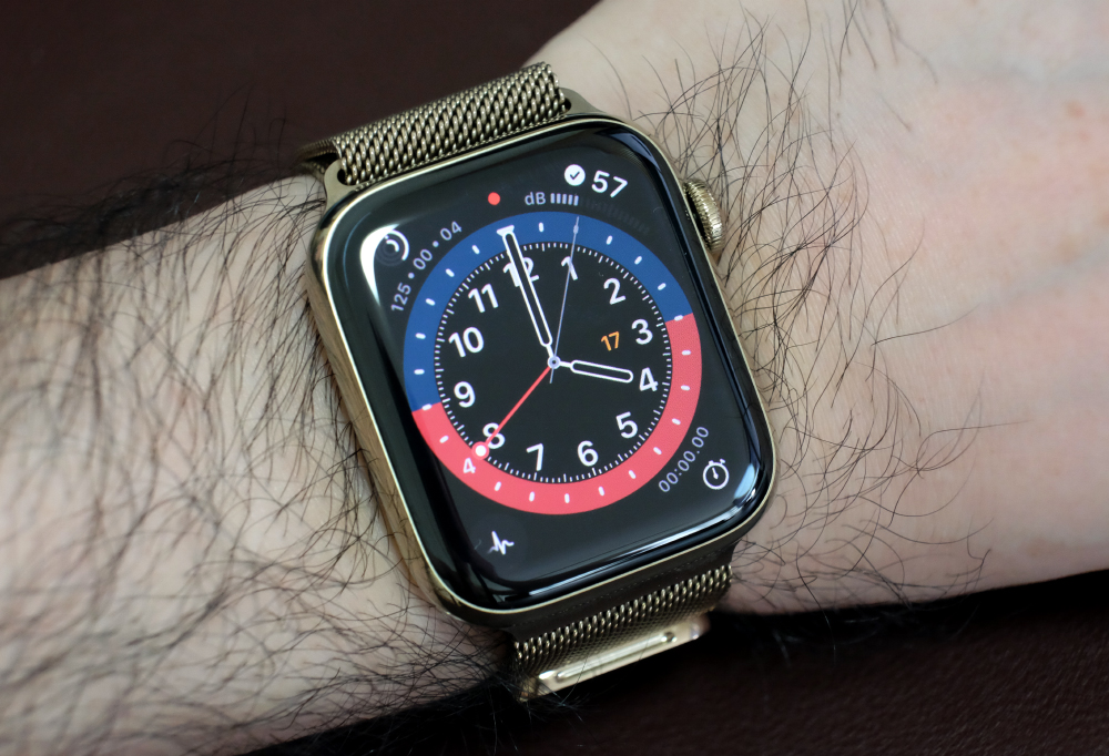 The Apple Watch could always display multiple timezones but you can now see it in an analogue way thanks to the new GMT face.