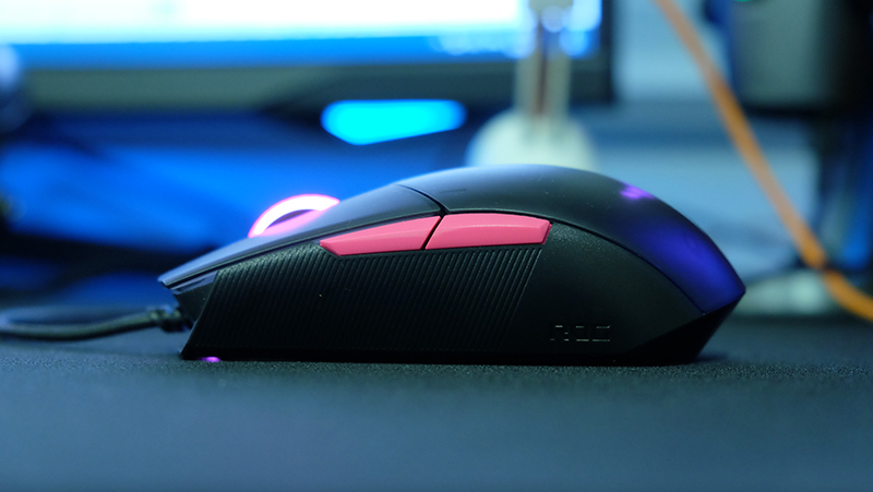 A look at the side profile of the mouse.