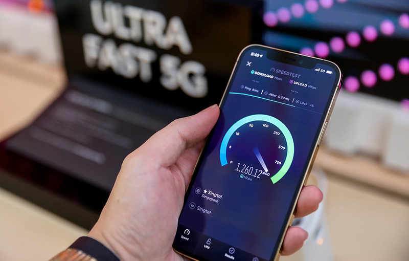 Singtel 5G delivering speeds of over 1.2Gbps on the iPhone 12 Pro. Speed test conducted by Singtel. Source: Singtel.