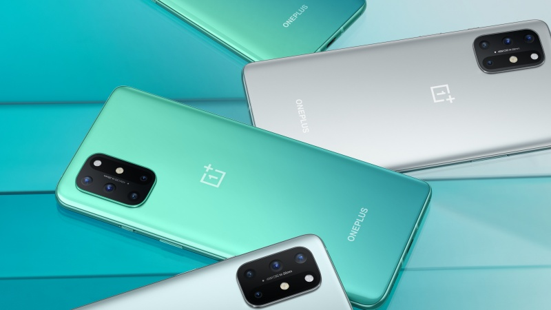The OnePlus 8T comes in aquamarine green and lunar silver.