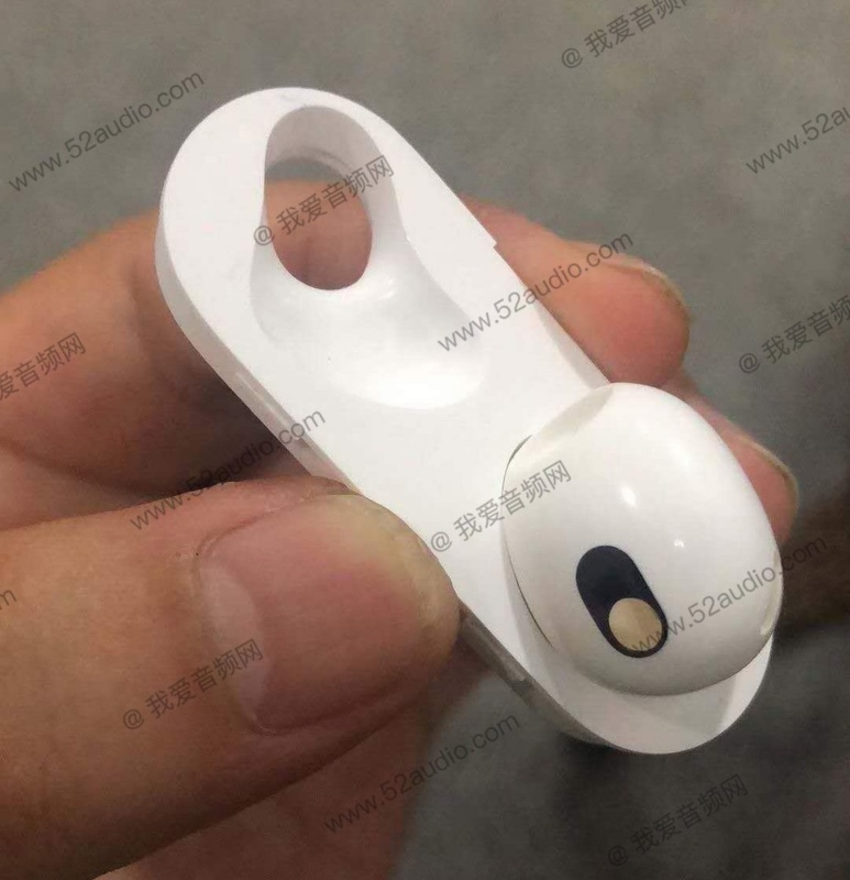 "A photo showing the purported single ""earphone shell"" and ""charging cockpit shell"" of the AirPods 3. <br>Image source: 52audio"