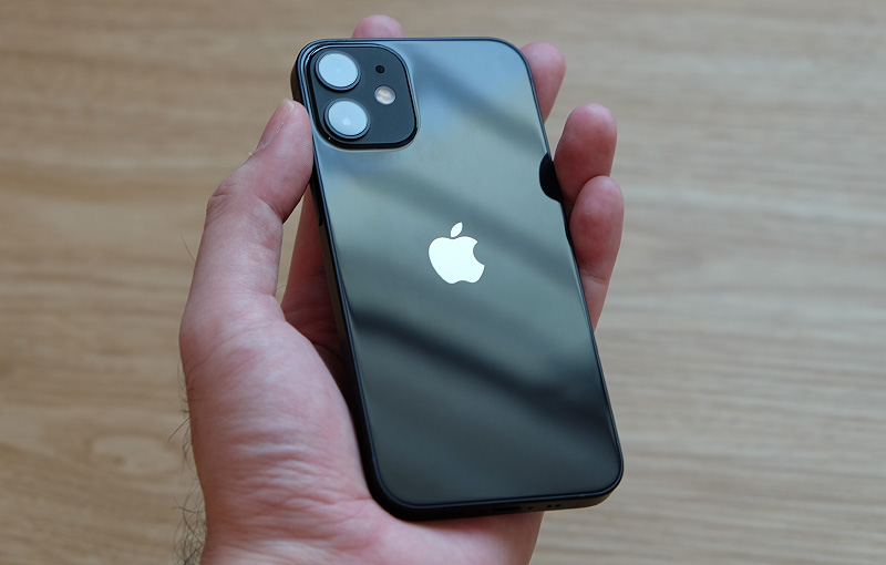 It's genuinely refreshing to see a phone this small with flagship-class performance. Perhaps 2021 will be the year small flagship phones make a comeback?
