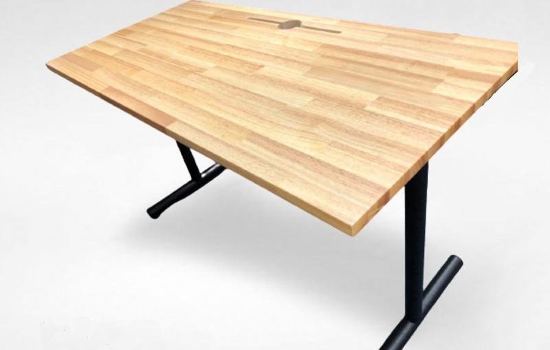 The basic A-Desk. Image courtesy of Tableholic.