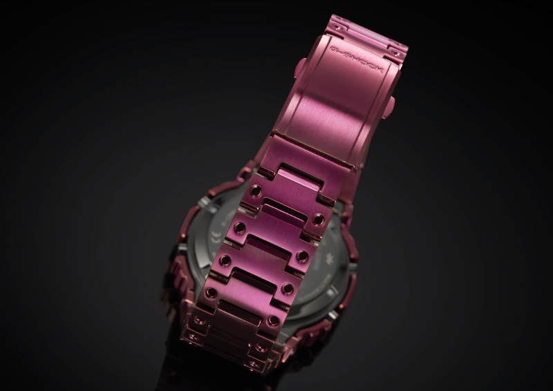 The entire bracelet features a red ion-plated finish. (Image source: Casio)