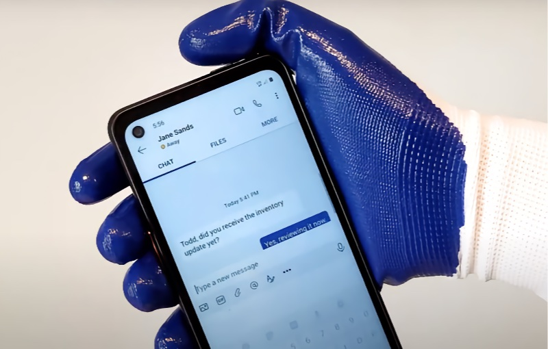 You can use the devices while wearing gloves. Image courtesy of Samsung.