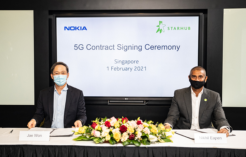 Nokia and StarHub 5G contract signing ceremony held on 1 February 2021. Jae Won, Senior Vice President, Mobile Networks for Asia Pacific, Nokia (left) and Nikhil Eapen, Chief Executive, StarHub (right).