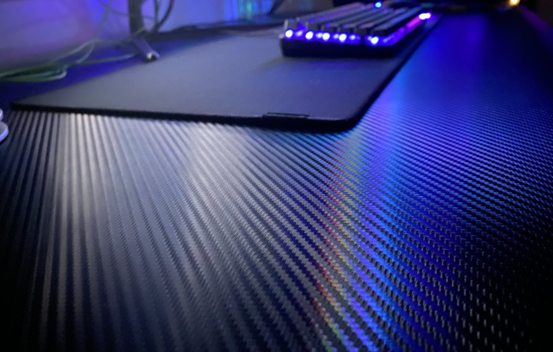 Check out the carbon-fibre. Image courtesy of Tableholic.