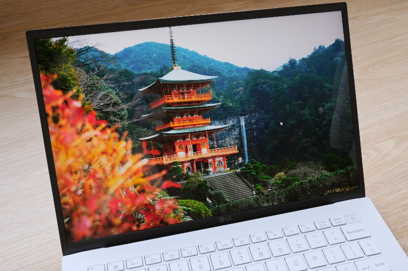 Colours are great but Full-HD resolution on a 14-inch panel means visuals aren't the sharpest.