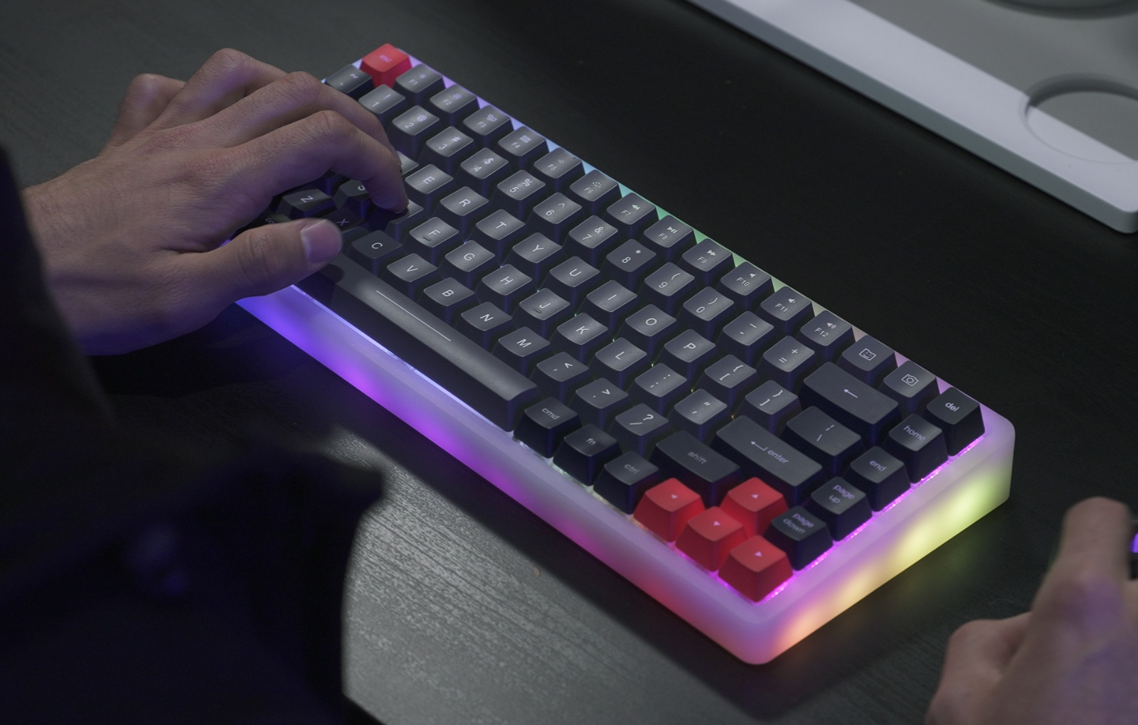 The Marsback M1 is one of those rare wireless mechanical keyboards that supports Mac-specific keys. (Image source: Marsback)
