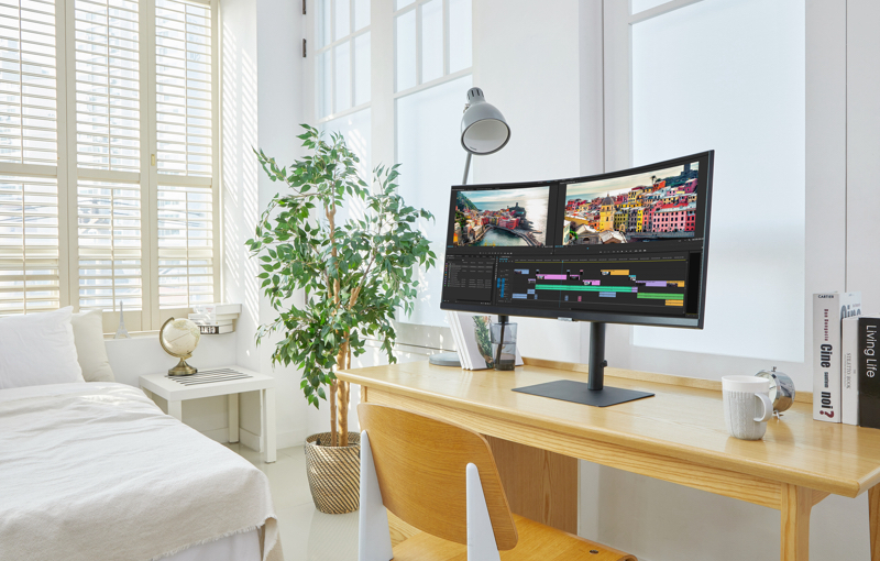 The ultrawide 34-inch model. Image courtesy of Samsung.