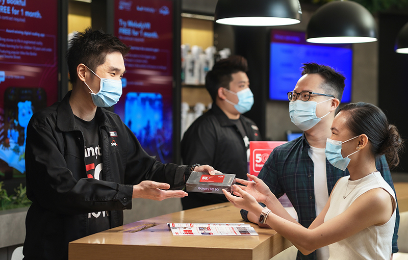 Singtel's artistic depiction of customers upgrading to a new 5G SIM card for free. Credit: Singtel.