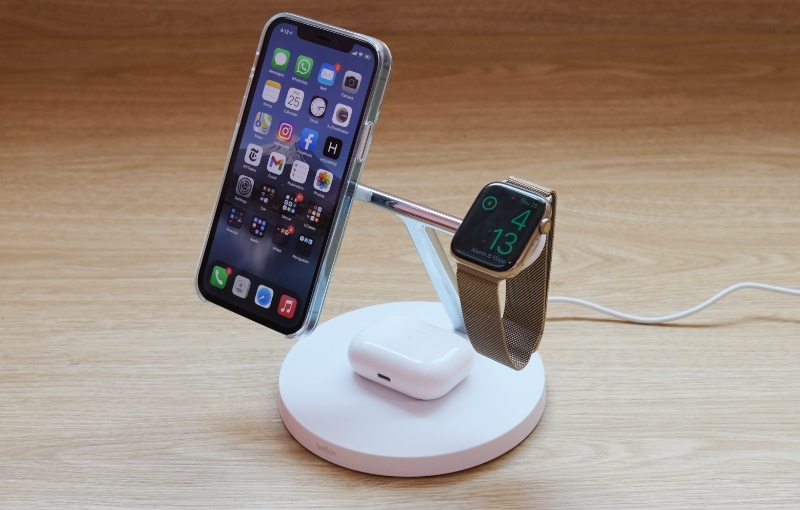 If you can put up with the ponderous charging and high price, the Belkin 3-in-1 MagSafe charger is actually a very nice charging accessory to have on the desk.