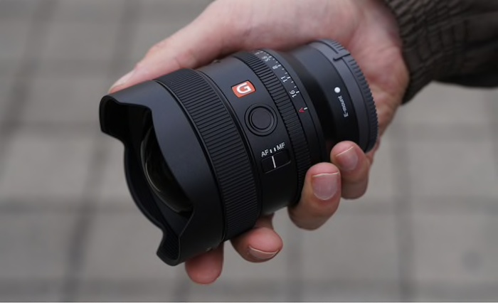 The Sony FE 14mm F1.8 GM ultra-wide lens weighs only 460g. <br>Image source: Sony