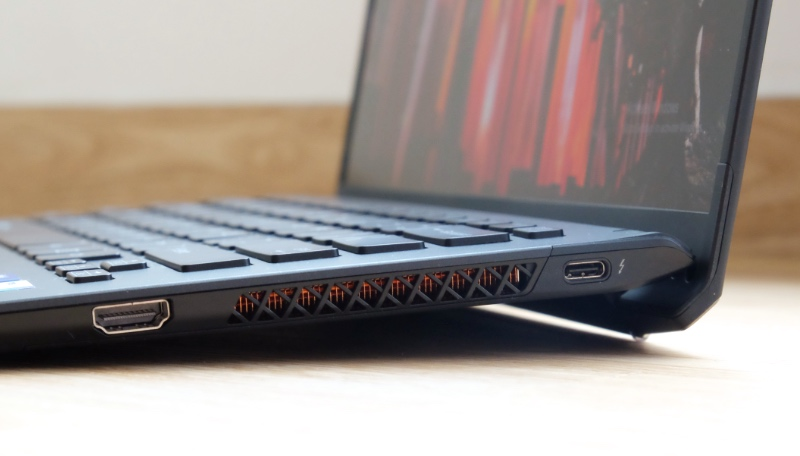 There's a single USB-C Thunderbolt 4 port on each side. On the right is also a full-size HDMI port.