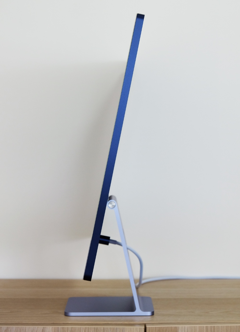The 24-inch iMac is so thin it looks like an giant iPad attached to a metal stand.