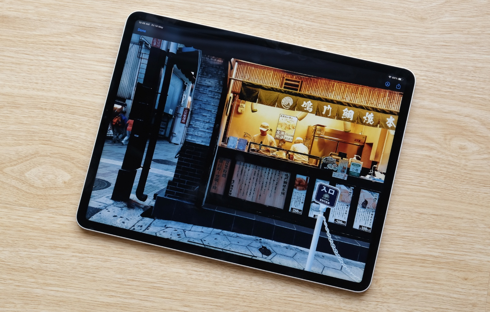 The latest 12.9-inch iPad Pro has the same design as its predecessor. This means a small bezel surrounding the display and flat sides.