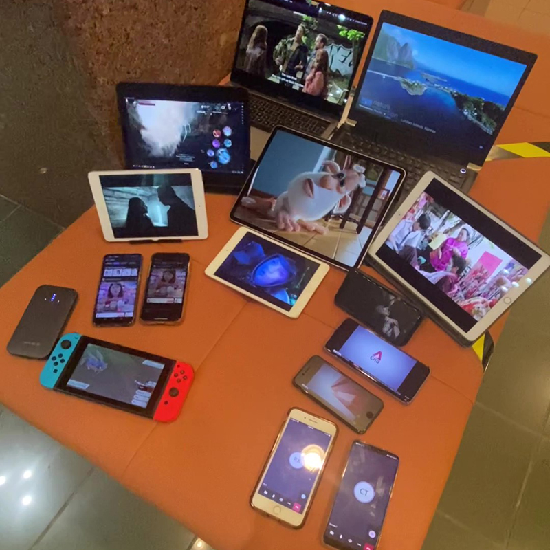 Demonstrating its 15 simultaenous connections with handheld and portable computers of all shapes and sizes. Source: Linksys.