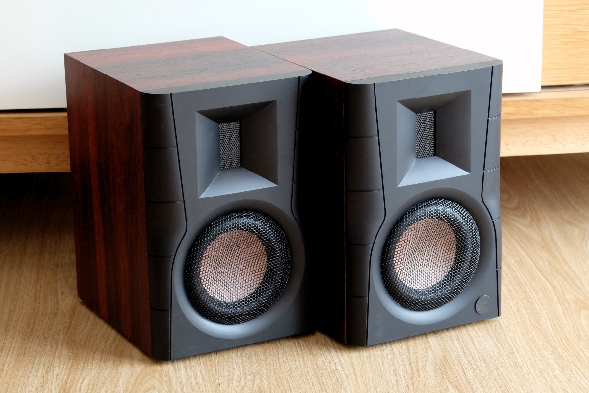 The Swans D100 is S$219, but you won't be able to tell from the way it sounds.