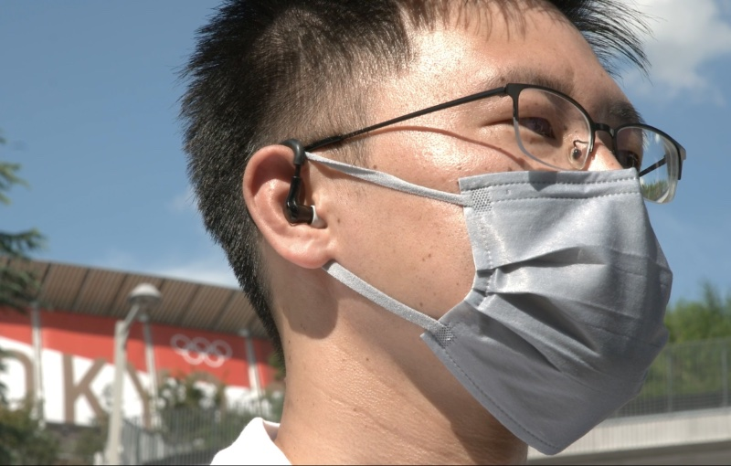 The wearable takes into account the user's body temperature, heart rate, and ambient temperature. Image courtesy of Alibaba.