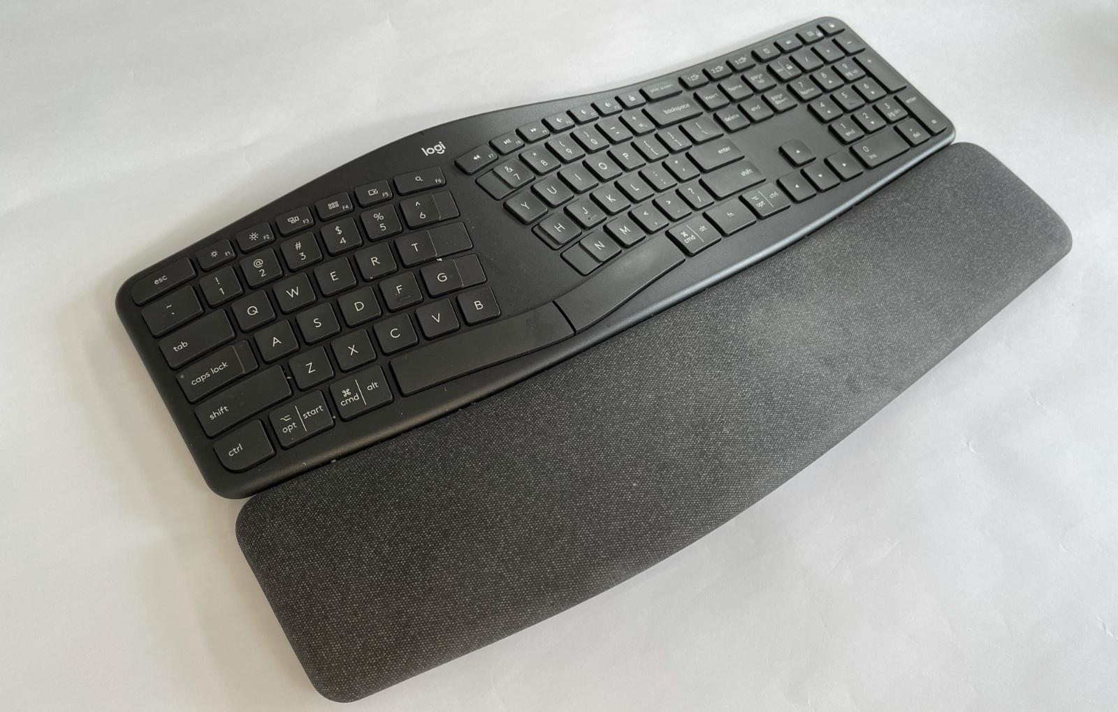 Those who never learnt to touch-type could have some initial teething issues using the K860.