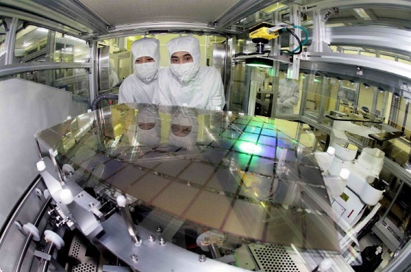 OLED panels being manufactured. <br>Image source: Samsung Display