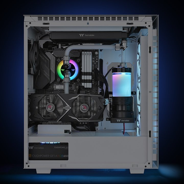Here's the more compact Thermaltake Pacific PR12-D5 Plus, which still maintains its RGB uniqueness.