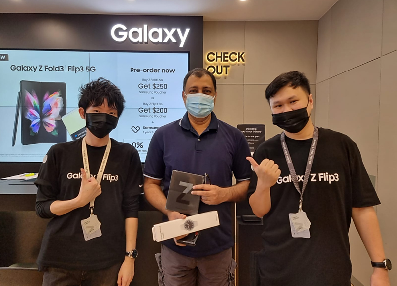 A happy owner of the Galaxy Z Fold3 collecting his device at an Samsung Experience Store.