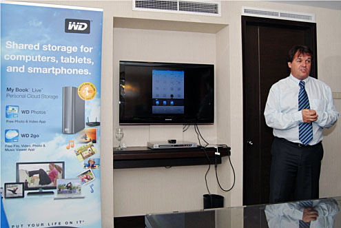 Mr Craig Davis, Director of Sales & Marketing for WD's Asia Pacific region, shows us how the 2go app works.