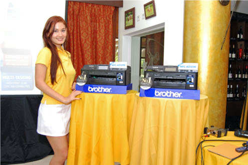 The model on the left is the MFC-J625DW, while the one on the right is the MFC-J825DW. Both are able to carry out the full AIO functionality of print, scan, copy, fax and double-sided printing. Additionally, the brother MFC-J825DW also has a Web Connect function and does CD/DVD label printing.