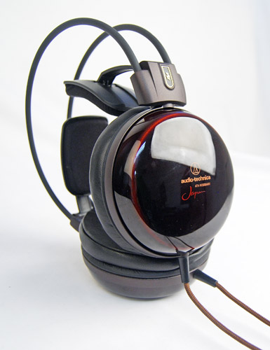 The star attraction of the ATH-W3000ANV is the use of Hokkaido Asada cherry hardwood with a traditional Echizen lacquer finish for the construction of the ear cups.
