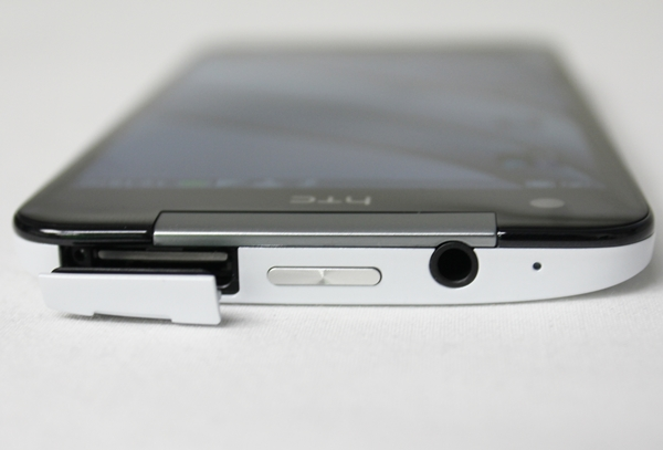 From left to right: microSIM + microSD card slot, Power button and 3.5mm audio output jack on the top profile of the device. Do take note that you have to use a pin to eject the SIM card slot.
