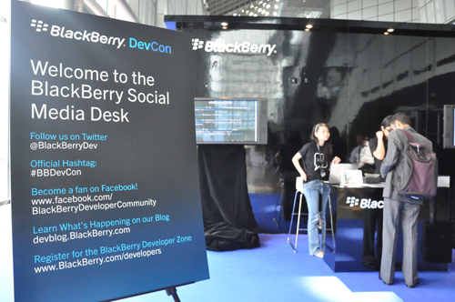 Other than seminars and hands-on lab sessions, the Mobility Pavilion on Level 3 garnered quite a fair bit of attention. Aside a dedicated Social Media Desk, attendees could also purchase BlackBerry accessories as well as partake in activities at partnering booths.
