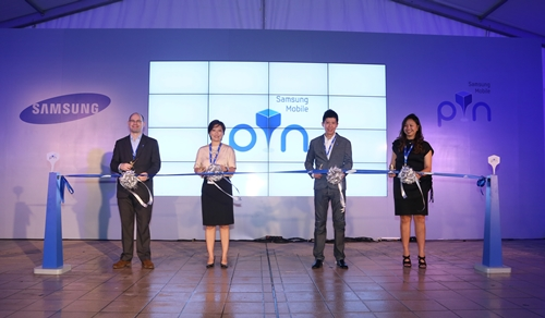 Samsung and SingTel VIPS at the ribbon cutting ceremony. <br> Image source: Samsung Singapore