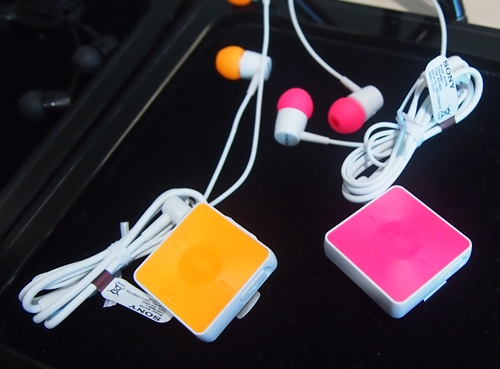 The Stereo Bluetooth Headset SBH20 can easily be mistaken as a MP3 player. It is available in five colors.
