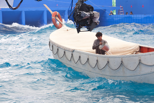 A self-generating wave tank, the largest in the world capable of holding 1.7 million gallons of water, was built for the filming of Life of Pi