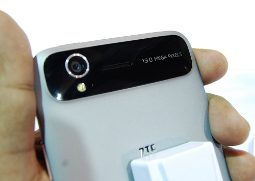 It will be interesting to see how the 13-megapixel camera on the ZTE Grand S fare against the Lenovo K900 and Sony Xperia Z.