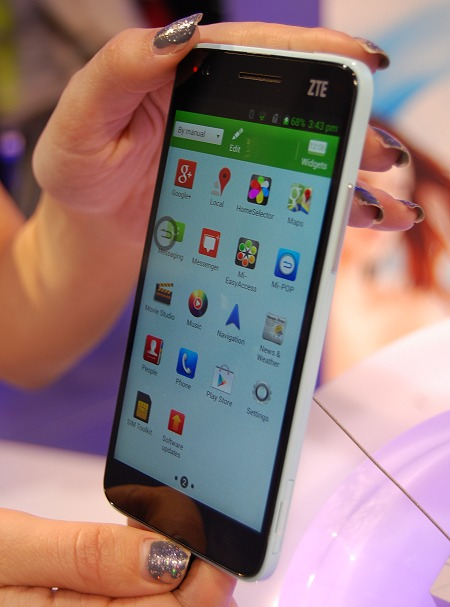 The Android user interface on the ZTE Grand S is slightly modified.